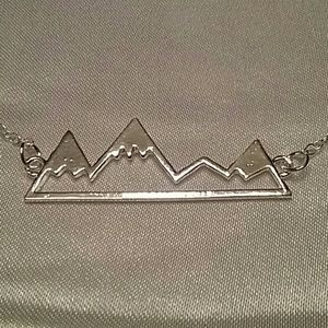 MOUNTAIN PEAKS NECKLACE SLIVER ALLOY
